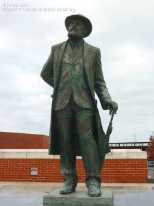 Monumento en honor a Torres Quevedo en Santander