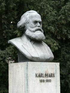 Karl Marx estatua